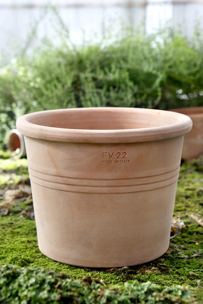 Vores galestro potte er konisk rund, den står fast og fremstår ...